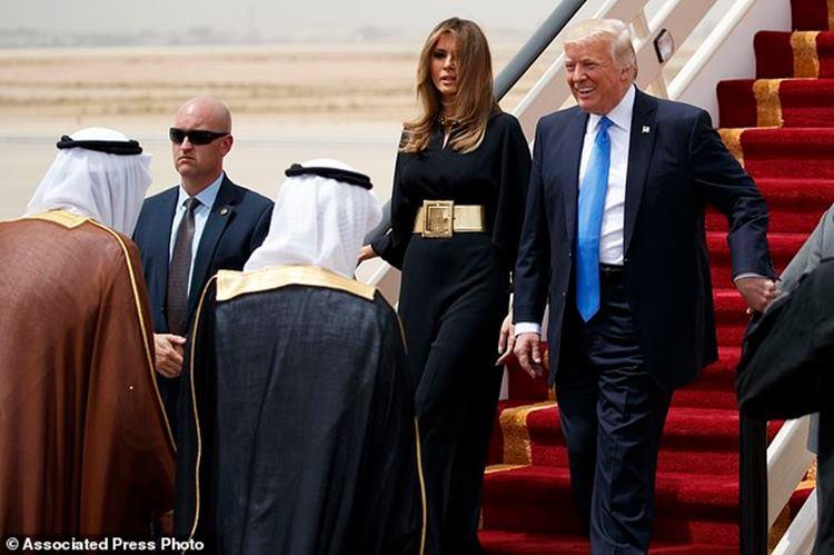 Melania Trump arrives in Middle East, shuns headscarf