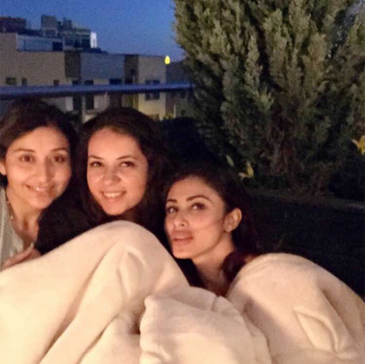 Mouni Roy spending a warm evening with friends in Chicago