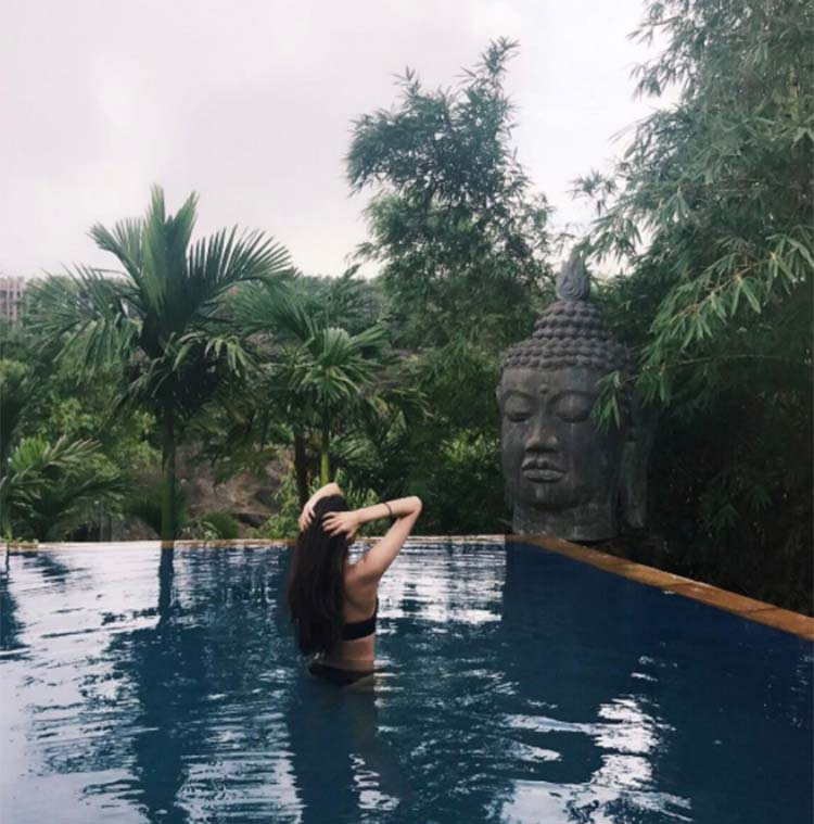 Athiya Shetty beats the heat by taking a dip in the pool