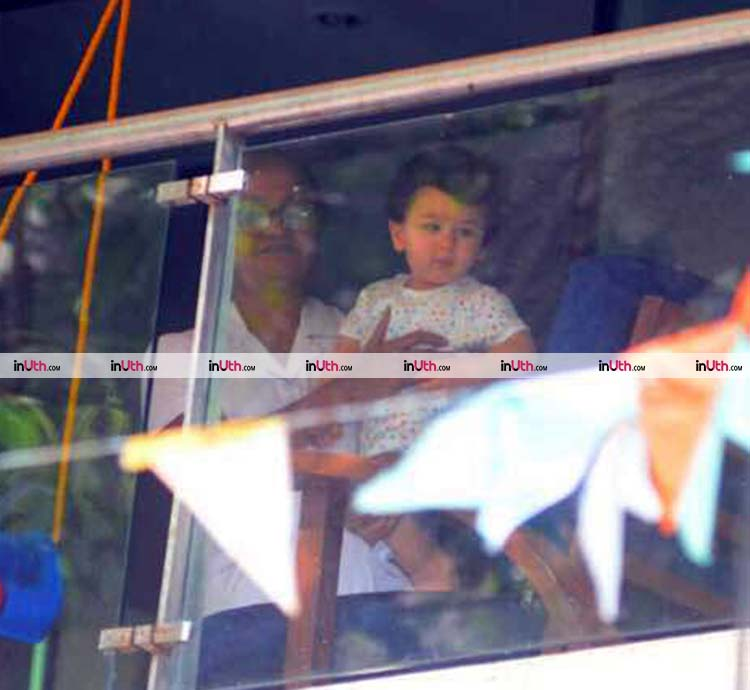 Cute Taimur makes a star appearance at his balcony