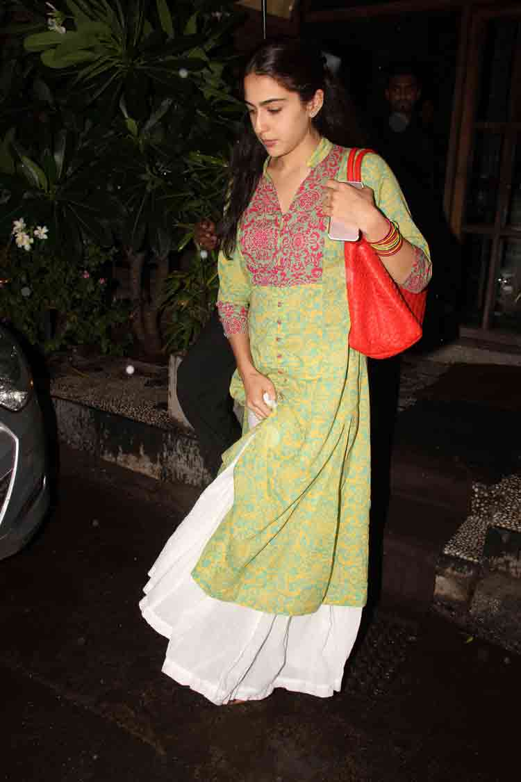 Sara Ali Khan spotted in Bandra