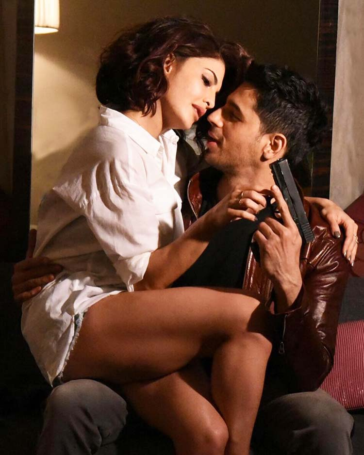 Sidharth Malhotra and Jacqueline Fernandez in a hot still from A Gentleman