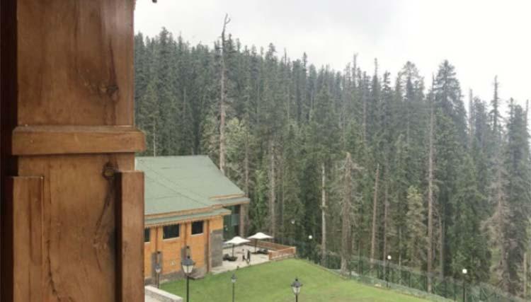 Sidharth Malhotra shares the scenic beauty of Kashmir