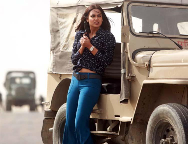 Esha Gupta looks dangerous in her new look from Baadshaho