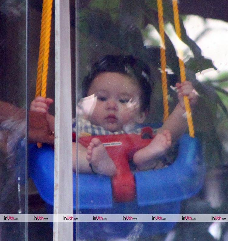 Kareena Kapoor's Taimur likes to swing