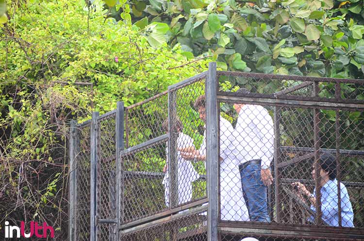 Shah Rukh and AbRam at Mannat on Eid