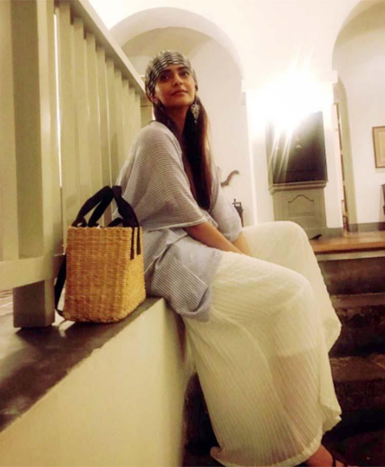 Sonam Kapoor looks like a bombshell in this photo from Sri Lanka