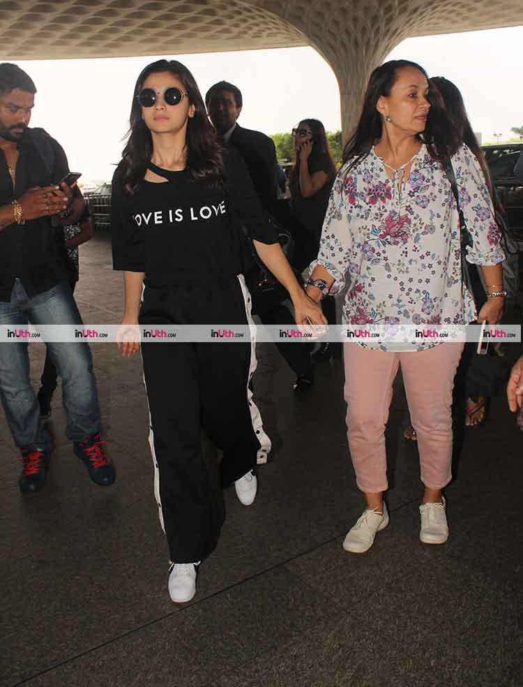 Alia Bhatt spotted at the airport with mother Soni Razdan