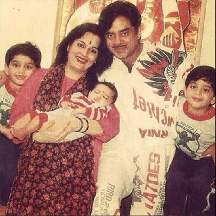 Baby Sonakshi Sinha With Her Beautiful Family