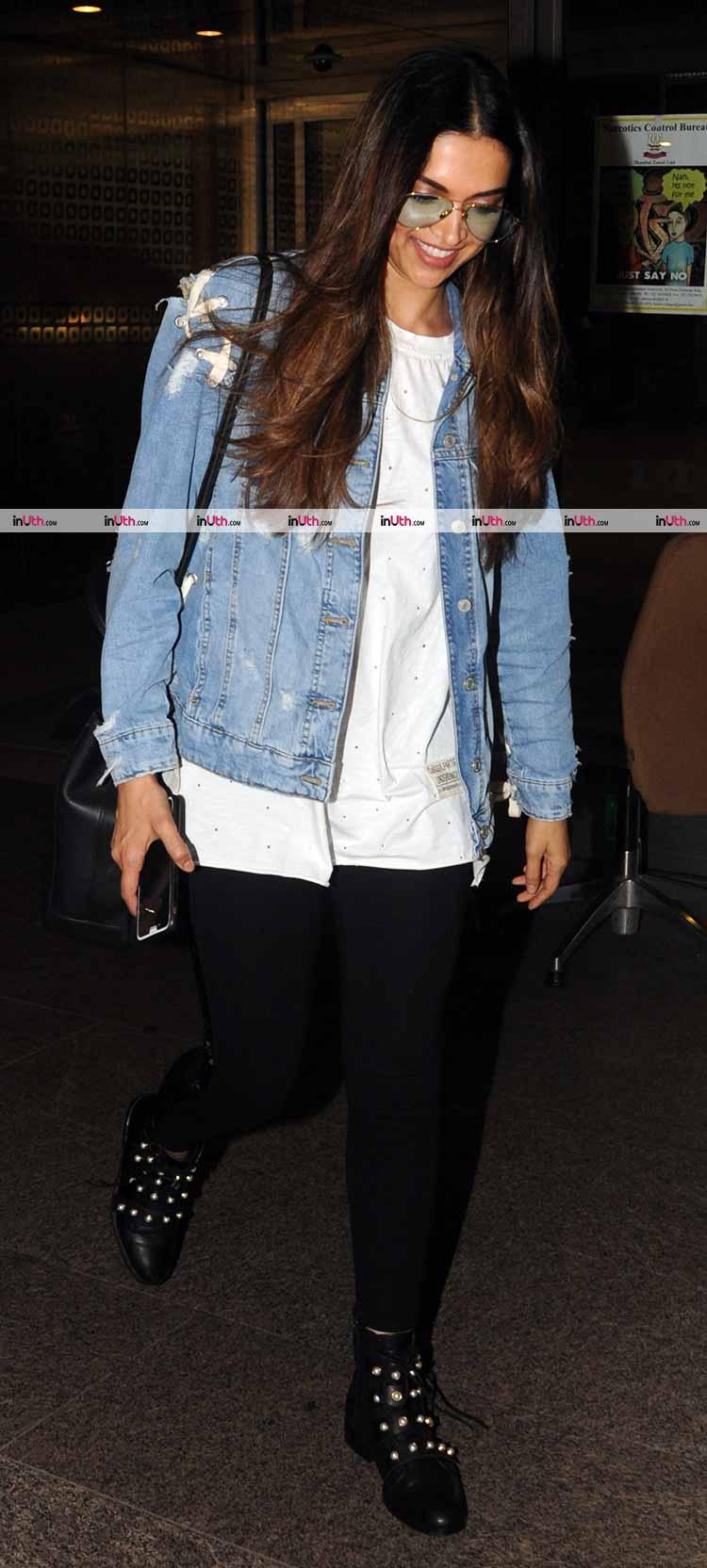 Deepika Padukone snapped on her way to Bengaluru