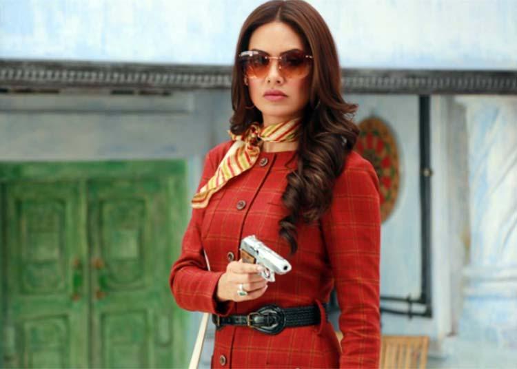Esha Gupta looks a total badass in her new look from Baadshao
