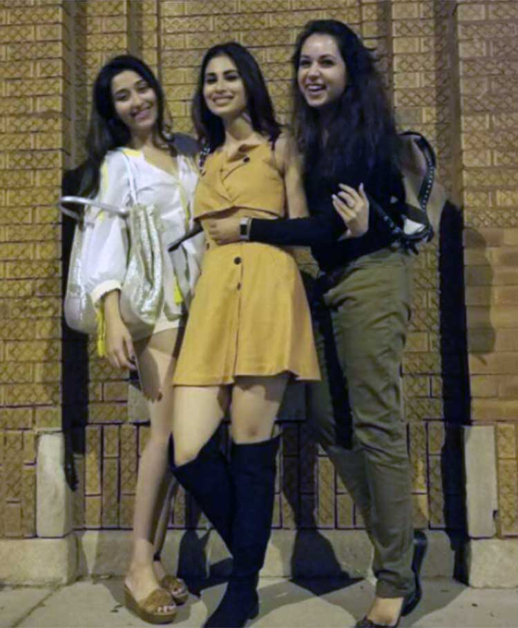 Mouni Roy vacationing in Chicago with her girlfriends