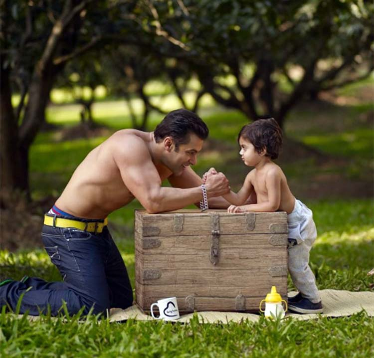 Salman Khan arm wrestling with his nephew