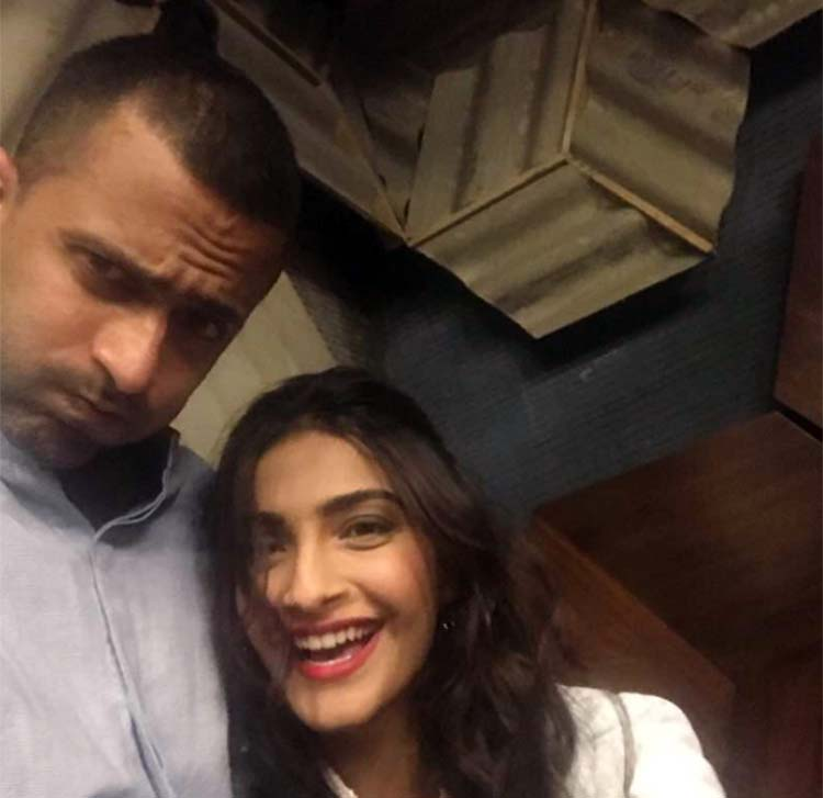 Sonam Kapoor giggles as Anand Ahuja makes a monkey face