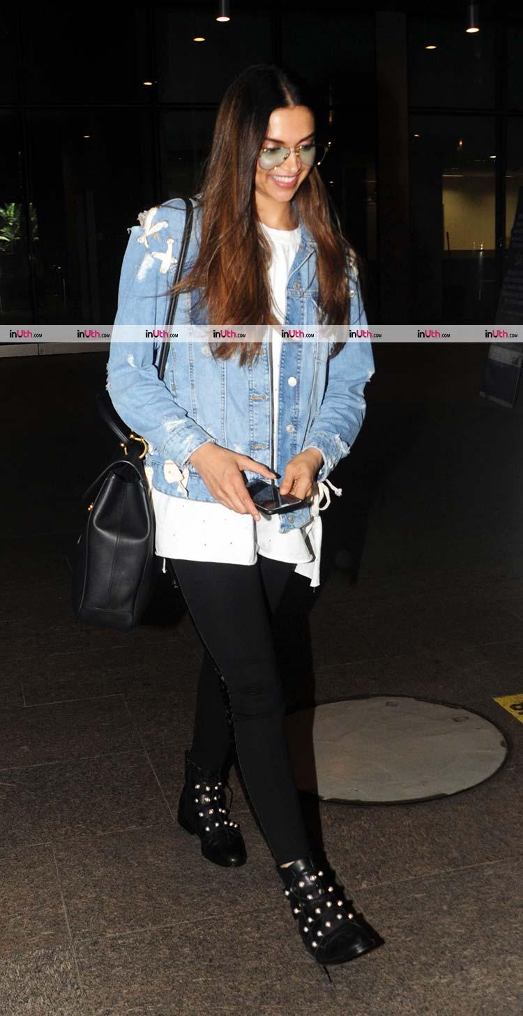 Deepika Padukone spreading smiles on the airport