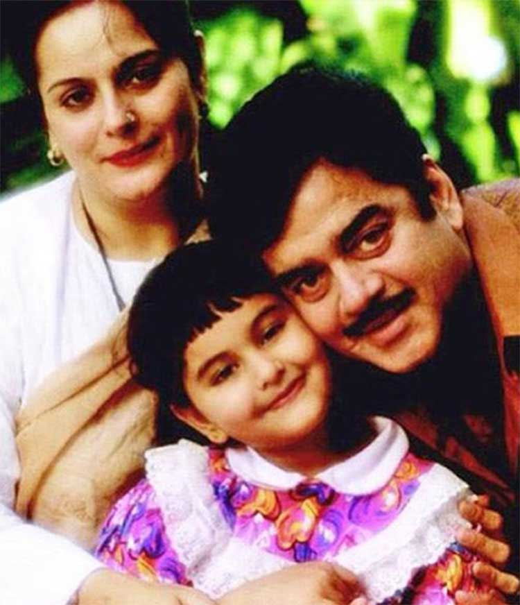 Sonakshi Sinha With Shatrughan And Poonam