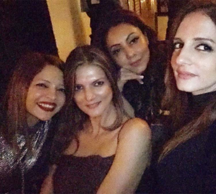 Suzanne and Gauri Khan with their girl pals the Arth launch party