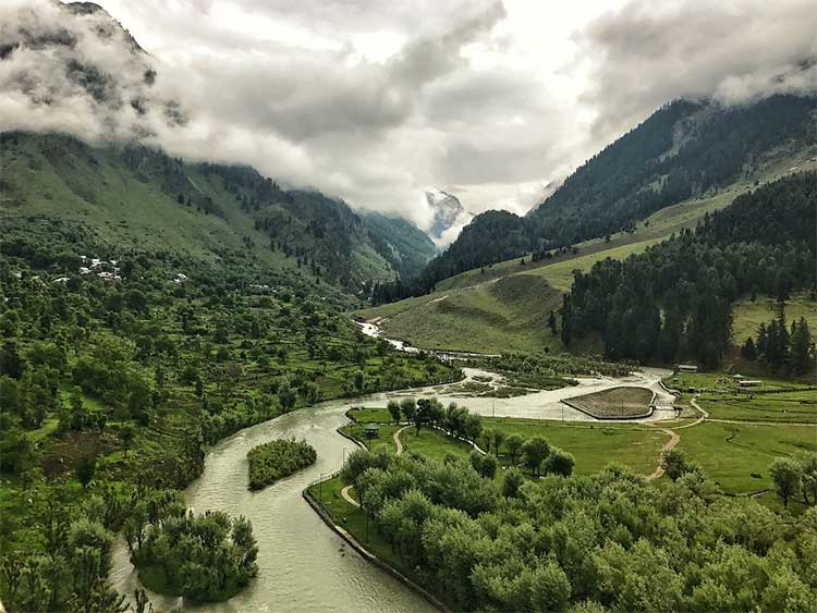 Team Aiyaary is shooting at the most scenic locations of the Kashmir valley