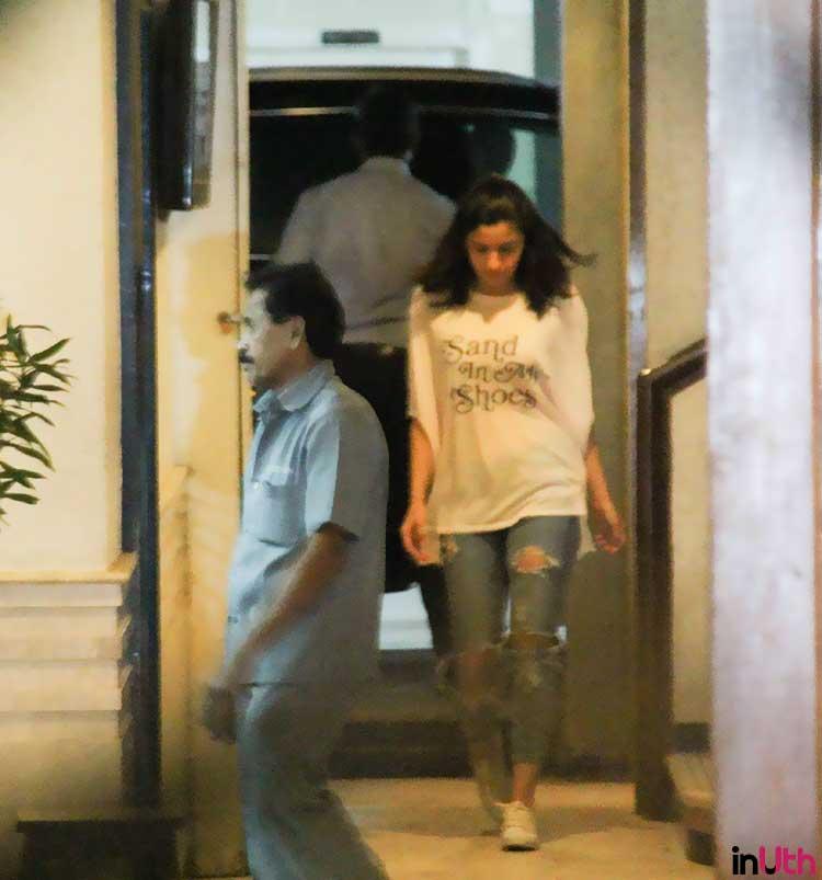 Alia Bhatt in a casual look at Sidharth Malhotra's house