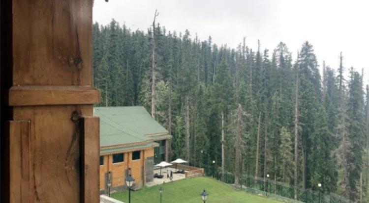 Sidharth Malhotra is in Kashmir for shooting Aiyaary