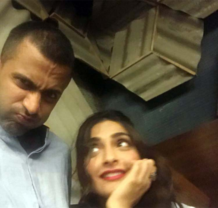 Sonam Kapoor looks lovingly at Anand Ahuja