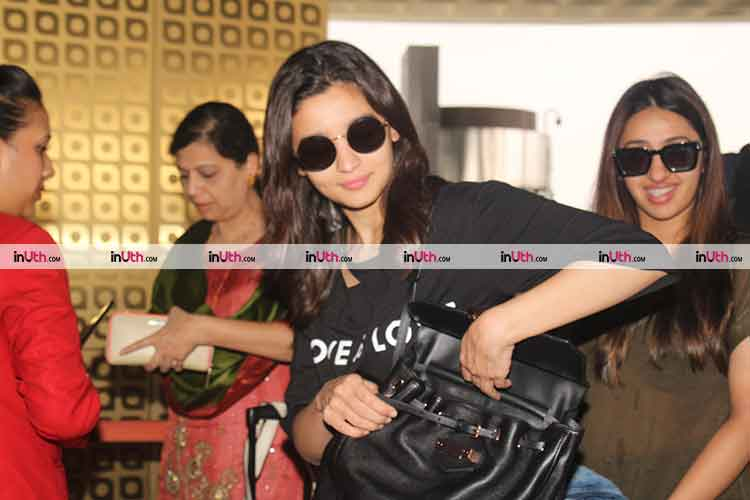 Alia Bhatt looking super cool at the airport