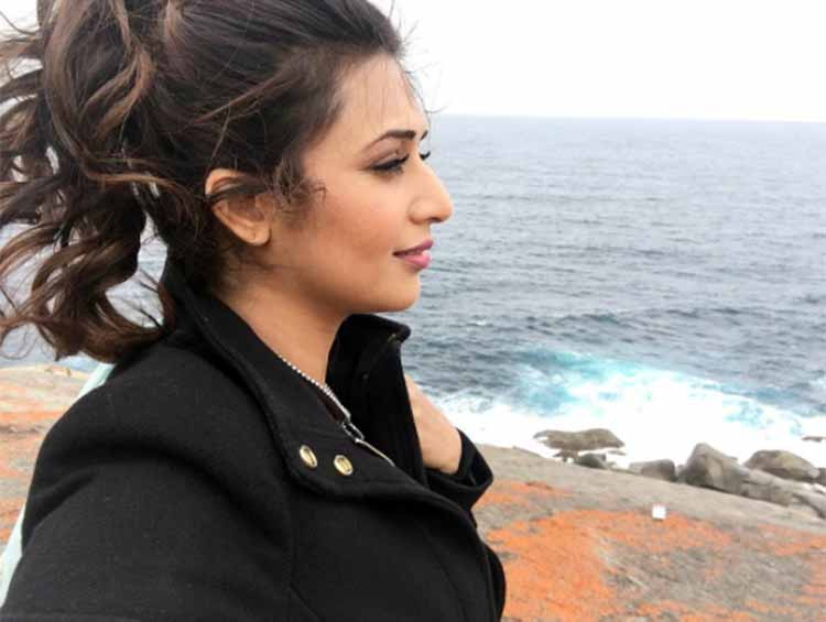 Divyanka Tripathi wears a high ponytail