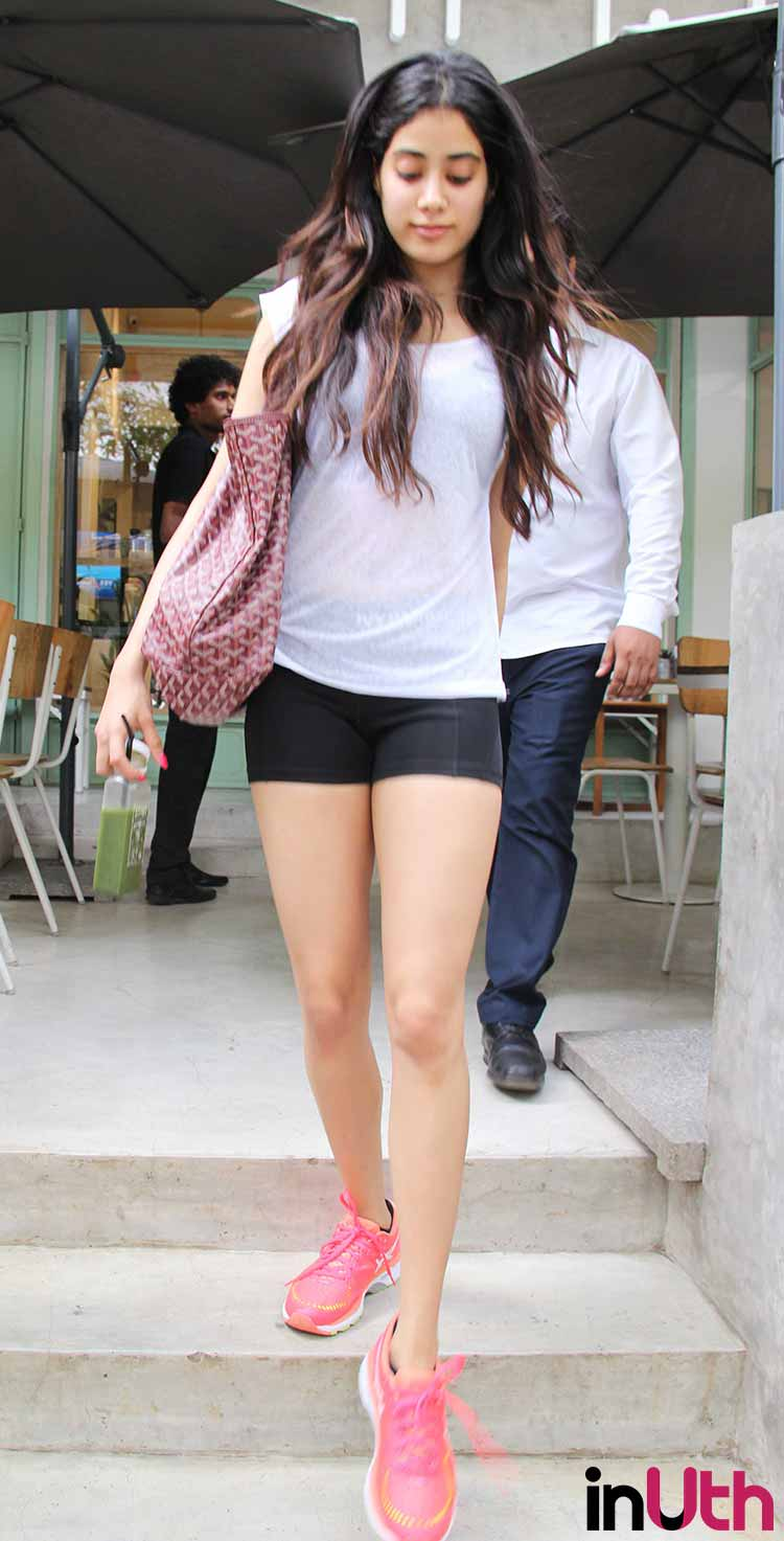 Check out the photos of Jhanvi Kapoor raising the heat ...