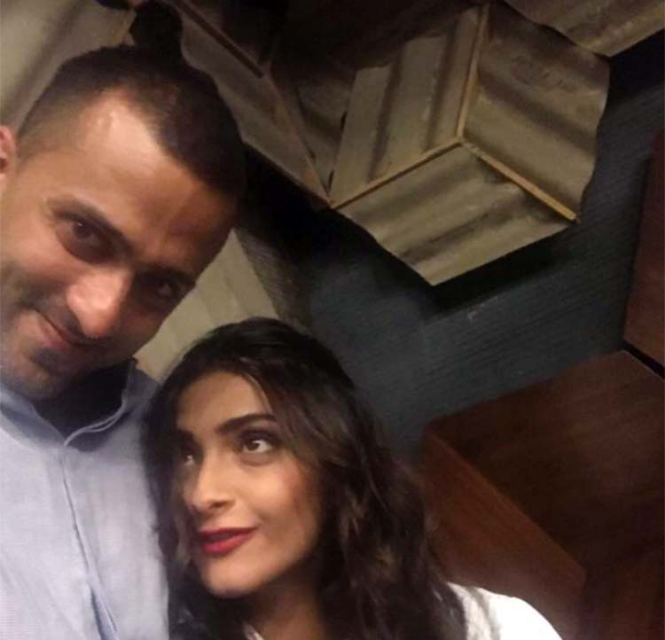 Sonam Kapoor and Anand Ahuja's fun selfie session