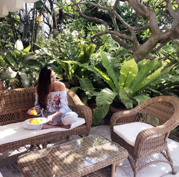 Athiya Shetty enjoying the summer with mangoes