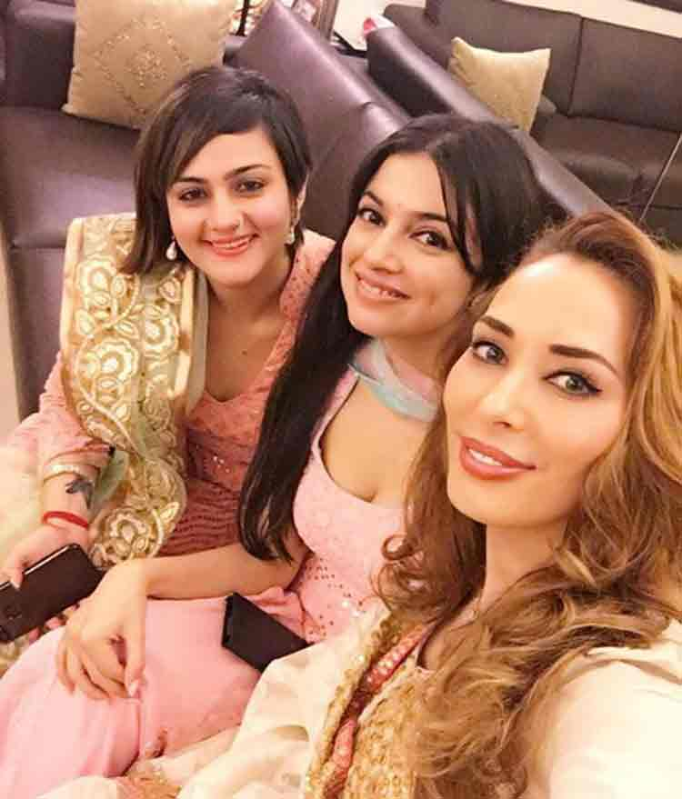 Iulia Vantur, Divya Khosla Kumar, Shweta Rohira at Salman Khan's big Eid party