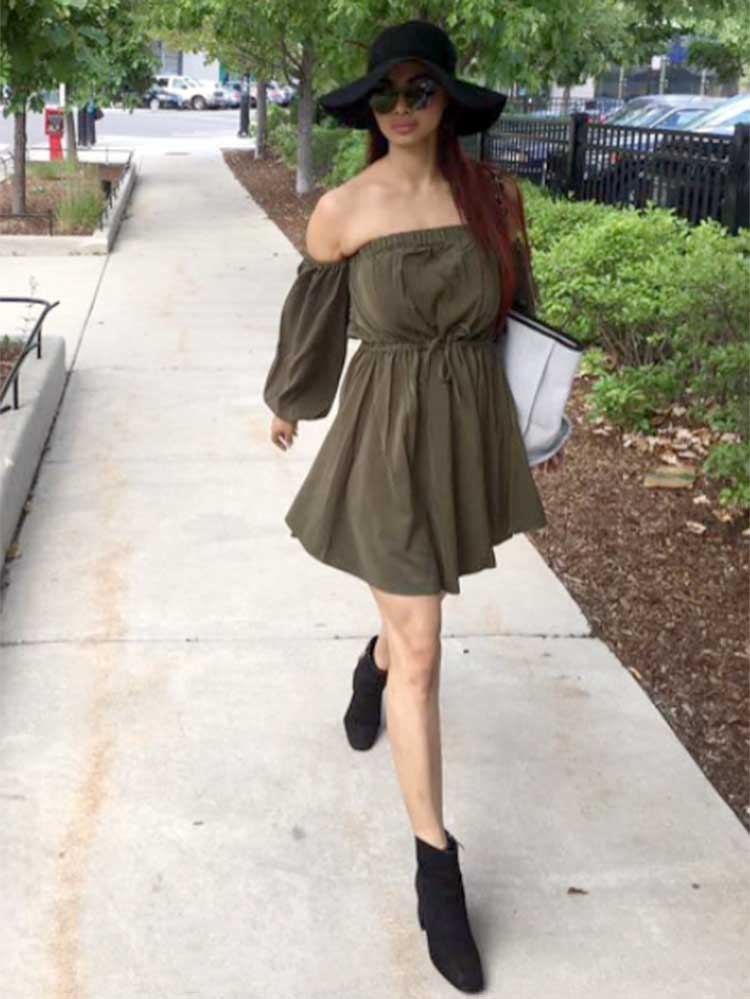 Mouni Roy trotting around the streets of Chicago