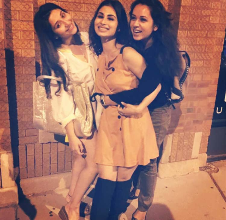 Mouni Roy holidays in Chicago with friends