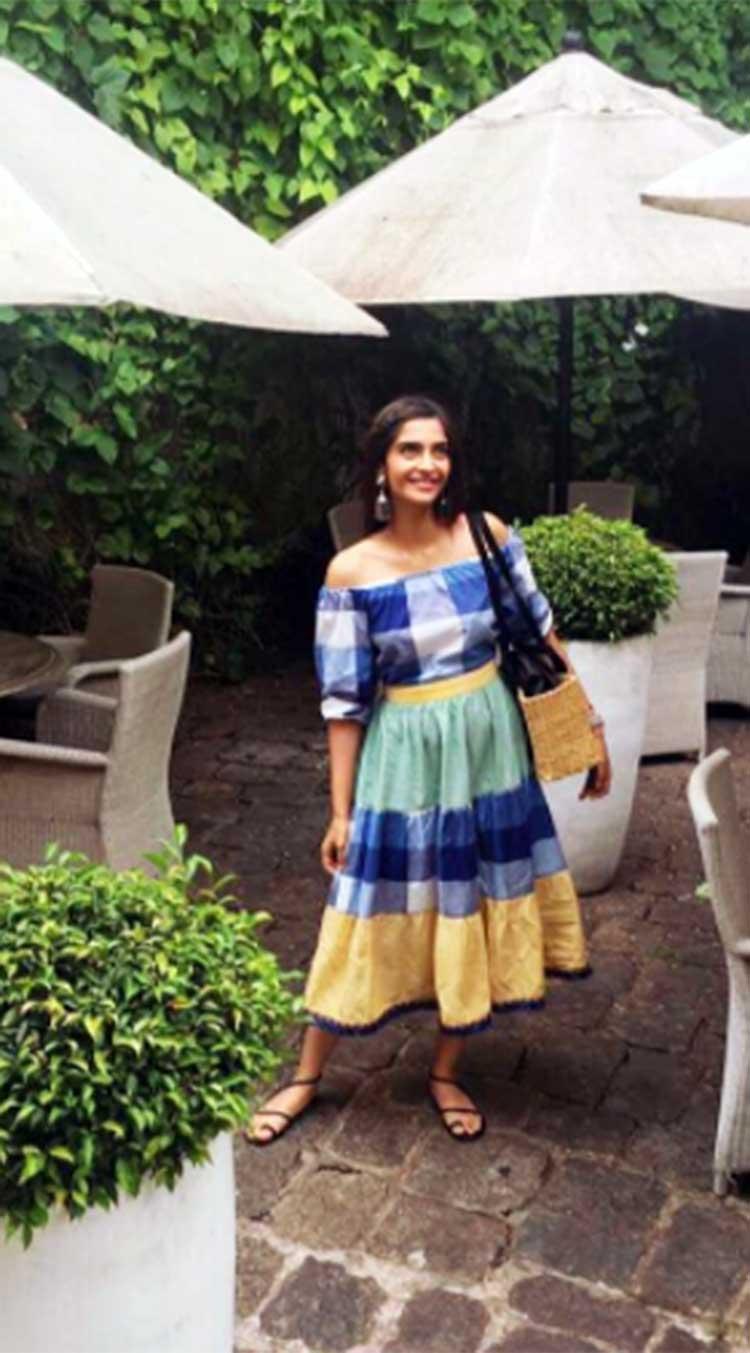 Sonam Kapoor looks super amazing in her travel ready look