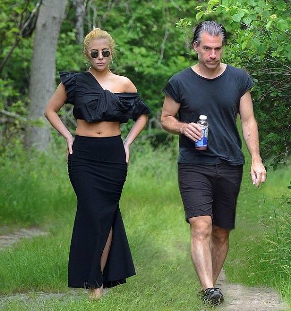 Lady Gaga, Lady Gaga hike photos