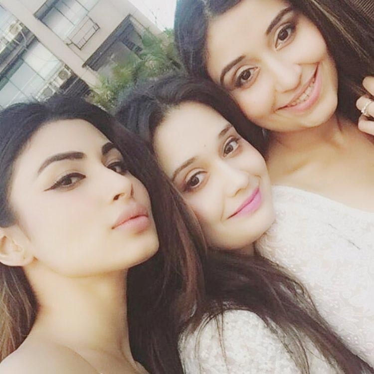 Mouni Roy holidaying with her beautiful fans