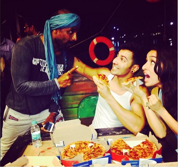 Shraddha Kapoor eating pizza