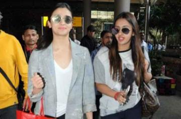 Alia Bhatt at the airport photo