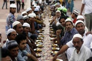 Kerala temple hosts Iftar for 400 Muslims who helped in its restoration