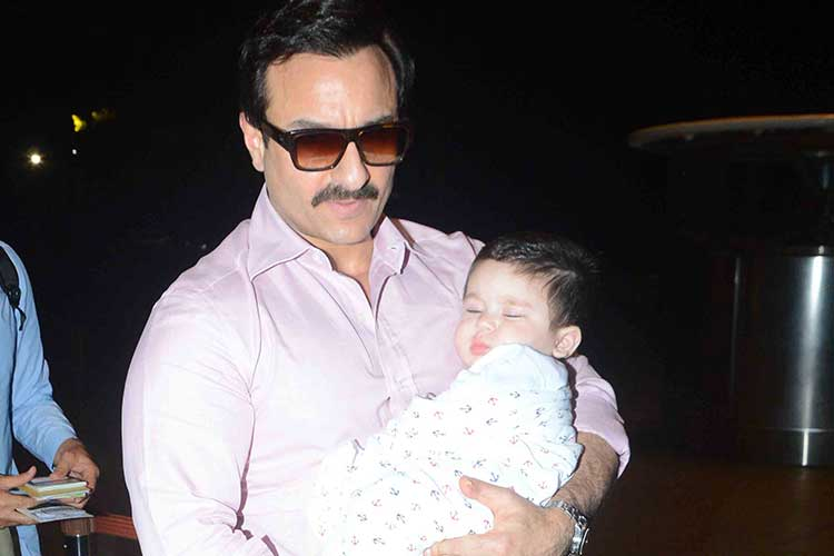 Taimur Ali Khan enjoy his time photo