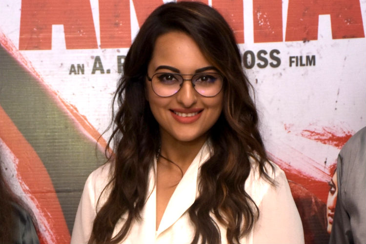 Bollywood celebs who wear spectacles