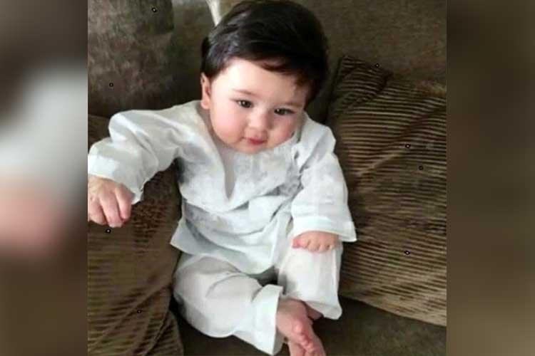 Taimur Ali Khan enjoy his time photo