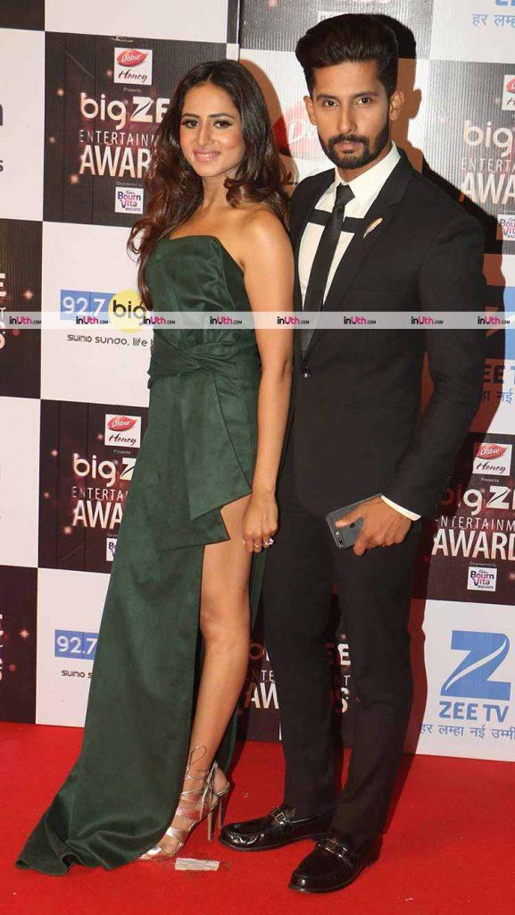 Sargun Mehta and Ravi Dubey at Big Zee Entertainment Awards 2017