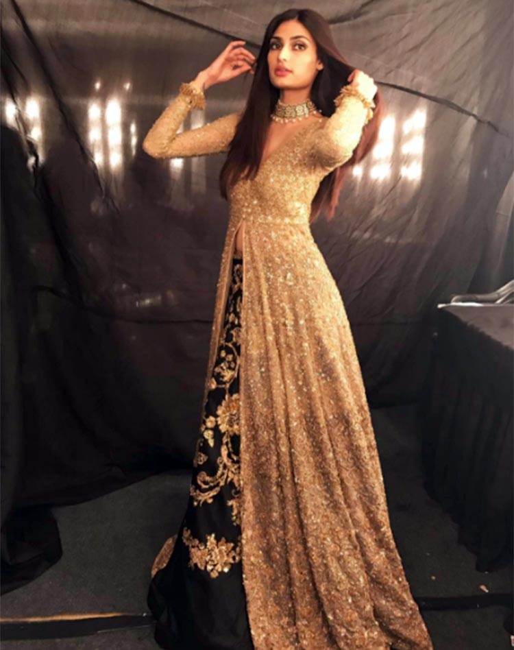 Athiya Shetty all dolled up for her ICW 2017 walk