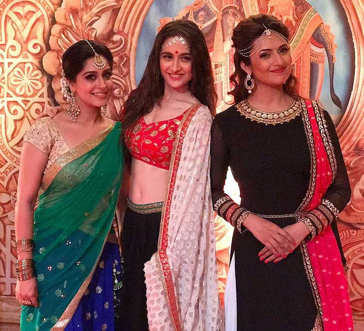Divyanka Tripathi's Instagram pic with Sanjeeda Sheikh and Dipika Kakar