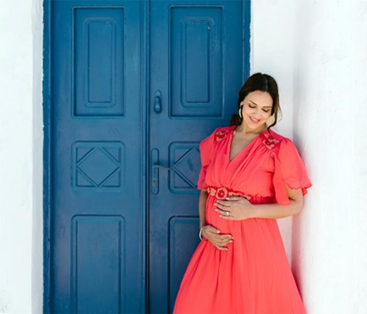Esha Deol looks beautiful in her maternity shoot
