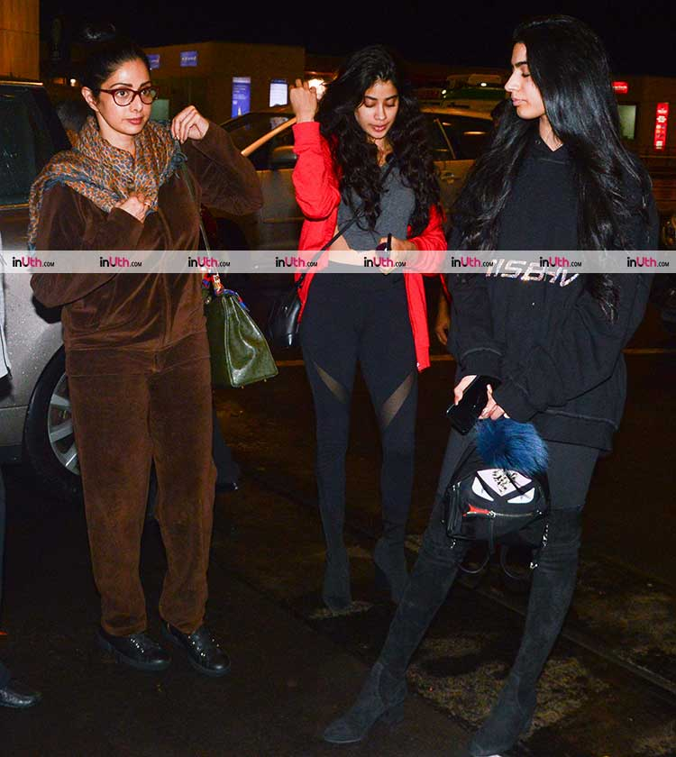 Jhanvi Kapoor spotted on the airport with mother and sister