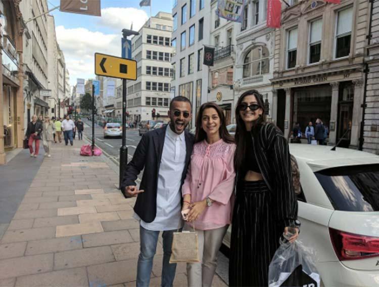 Sonam Kapoor and Anand Ahuja run into Juhi Chawla in London