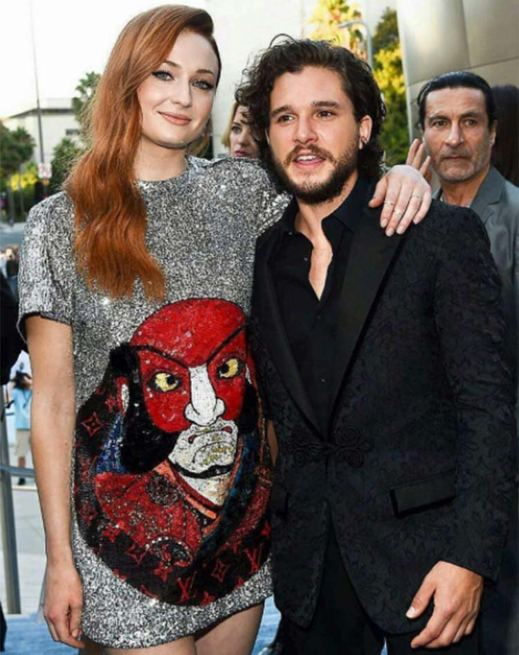Conventions et autres sorties 1Sophie-Turner-and-Kit-Harington-at-Game-Of-Thrones-7-premiere