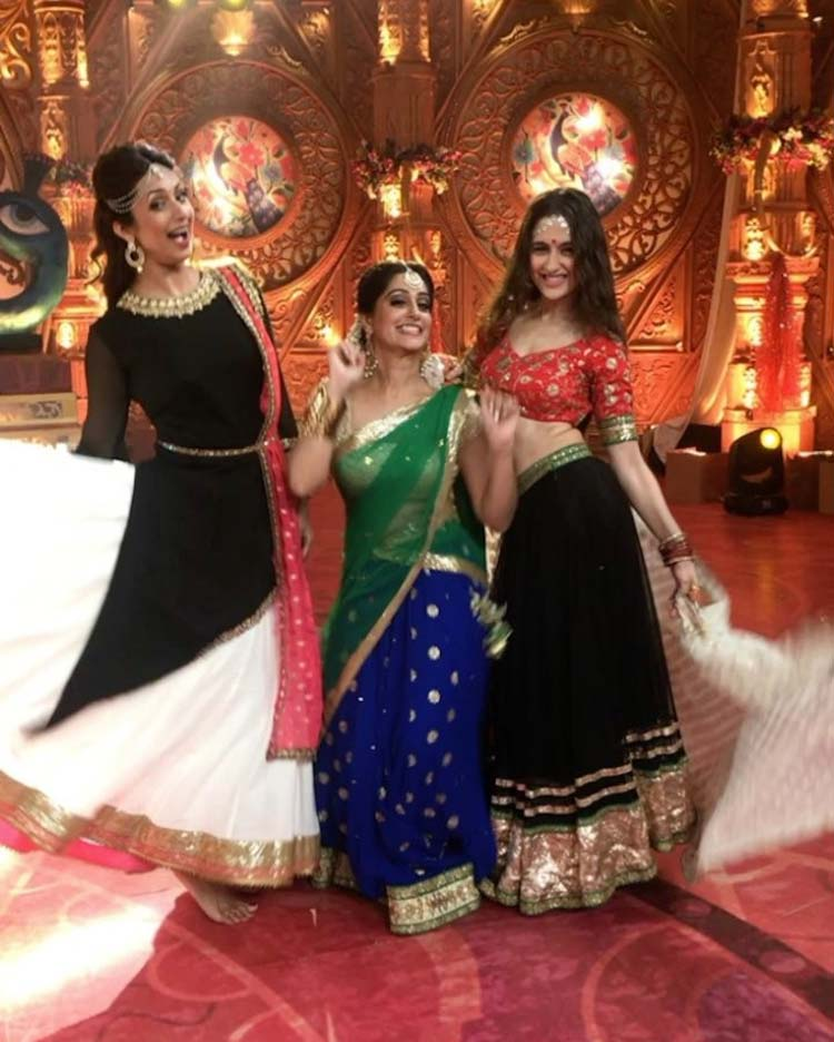 Divyanka Tripathi enjoying with Sanjeeda Sheikh and Dipika Kakar